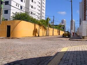 Crimes foram registrados na rua José Aurino Rocha, no bairro de Lagoa Nova (Foto: Reprodução/Inter TV Cabugi)