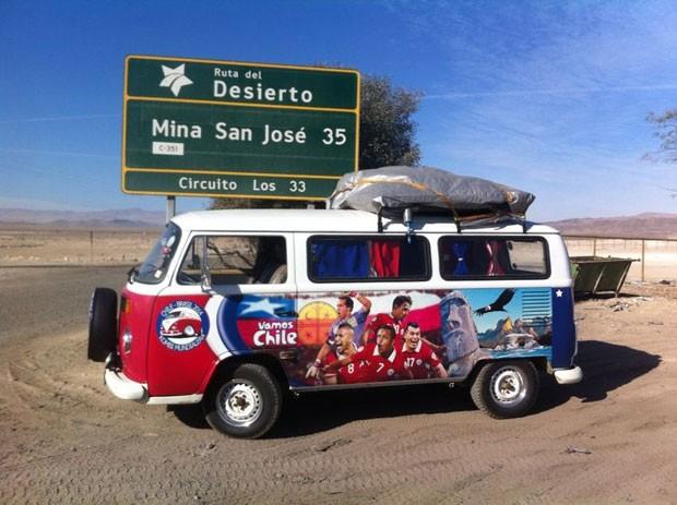 A kombi turbinada leva primos chilenos em caravana até o Brasil para assistir a Copa do Mundo (Foto: Kombi Mundialera)