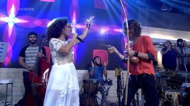 Mariene de Castro canta a canção 'Oxóssi' de Aline Calixto