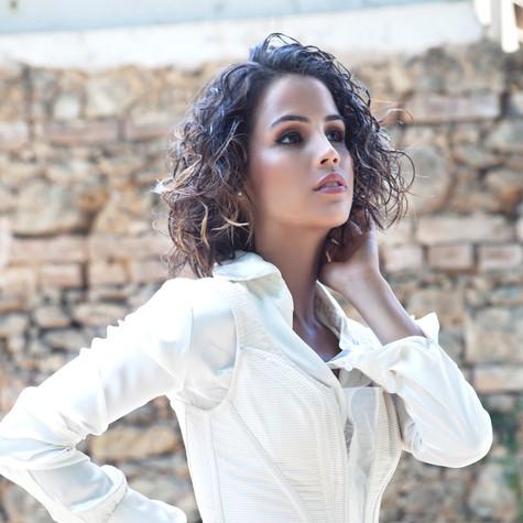 Pérola Faria na revista 'Living for' (Foto: Sherolin Santos)