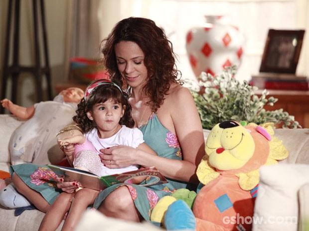 Juliana fala com Bia como se a menina fosse sua filha (Foto: Ellen Soares / TV Globo)