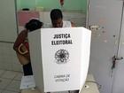 Deficiente visual precisa da ajuda de amiga para poder votar em Salvador
