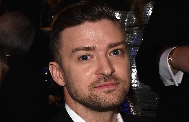 Justin Timberlake faz questão de ter muita, muita privacidade. Na première de 'Amizade Colorida' (2011), por exemplo, o cantor retirava as pessoas dos elevadores só para que ele pudesse ficar sozinho lá dentro ao se locomover de um andar para o outro. O cantor também ficou furioso uma vez que lhe trouxeram champagne sem bolhinhas (!), e exige sempre que os quartos de hotel em que ele se hospeda tenham espelhos no teto, acima da cama. (Foto: Getty Images)