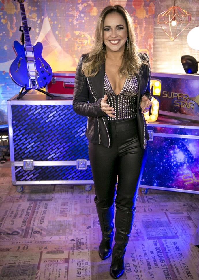 Daniela Mercury posa com look deste domingo,12/6, para o SuperStar  (Foto: Isabella Pinheiro/Gshow)