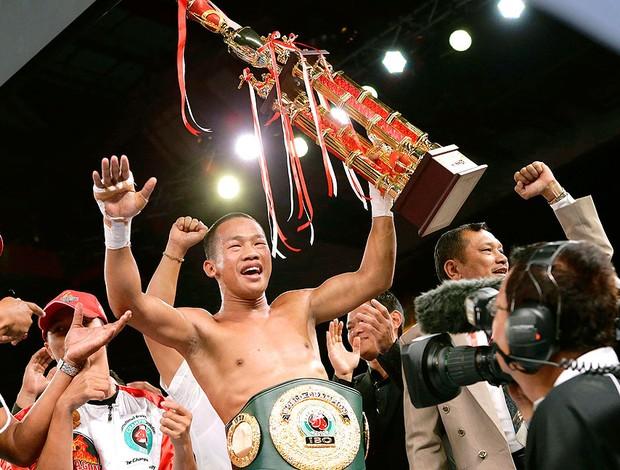 Daud Yordan vence luta de boxe contra Lorenzo Villanueva (Foto: Reuters)
