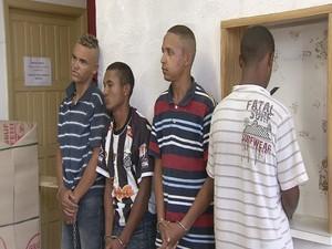 Quadrilha foi presa pela Polícia Militar de Peruíbe (Foto: Reprodução / TV Tribuna)