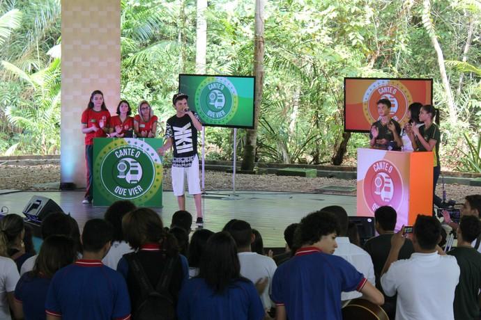 Gabriel White dá show de improvisação (Foto: Katiúscia Monteiro/ Rede Amazônica)