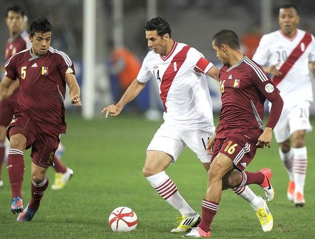 Claudio Pizarro, Peru x Venezuela (Foto: Agência AFP)