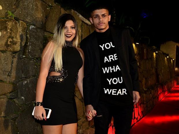 MC Maneirinho com a nova namorada em festa no Rio (Foto: Roberto Teixeira/ EGO)