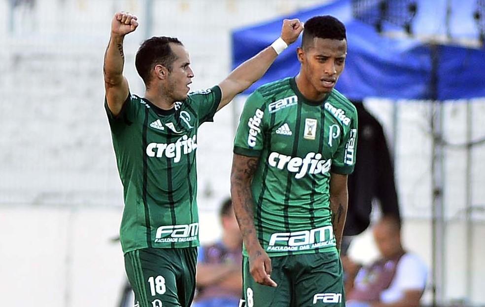 Guerra comemora o primeiro gol do Palmeiras em Campinas (Foto: Marcos Ribolli)