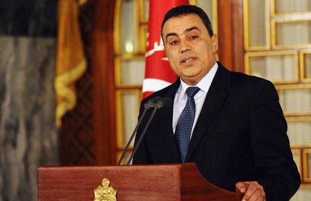 Mehdi Jomaa fala com a imprensa nesta sexta-feira (10), em Tunis (Foto: Reuters)