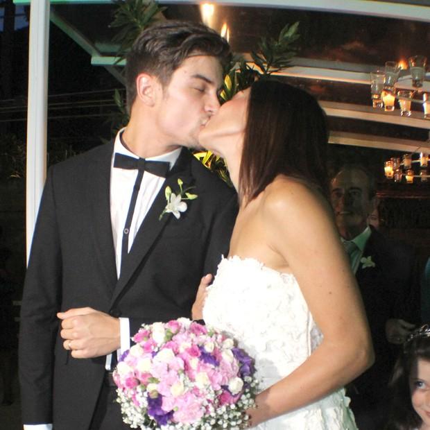 Casamento Carol e Raphael - o beijo! (Foto: Vera Donato)