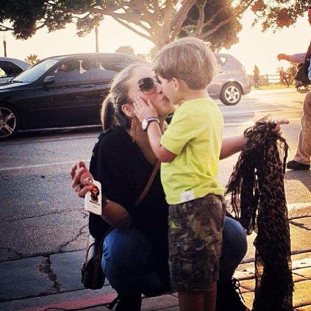 Claudia Leitte dá selinho no filho mais velho, Davi (Foto: Instagram)