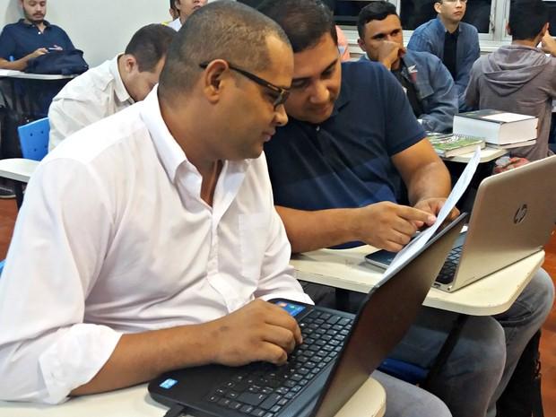 Oliveira diz que fazer direito se tornou um sonho após as dificuldades  (Foto: Iryá Rodrigues/G1)