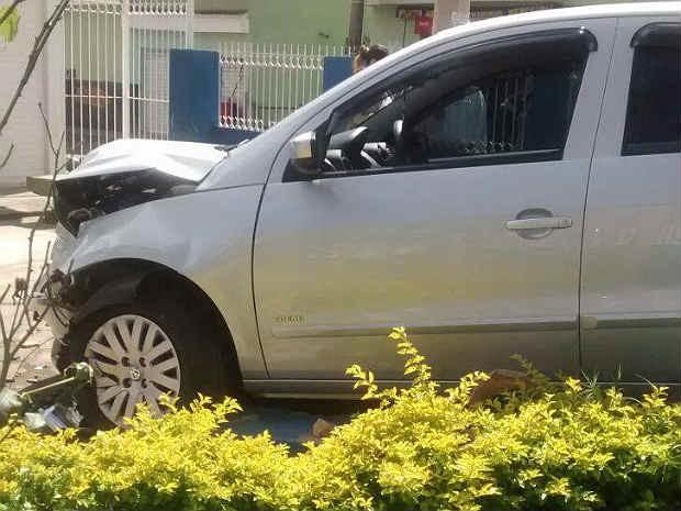 Carro invade Uaps Linhares Juiz de Fora (Foto: Landerson Marcelo Chagas/ Arquivo Pessoal)