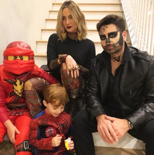 Claudia Leitte com o marido e os filhos (Foto: Reprodução/Instagram)