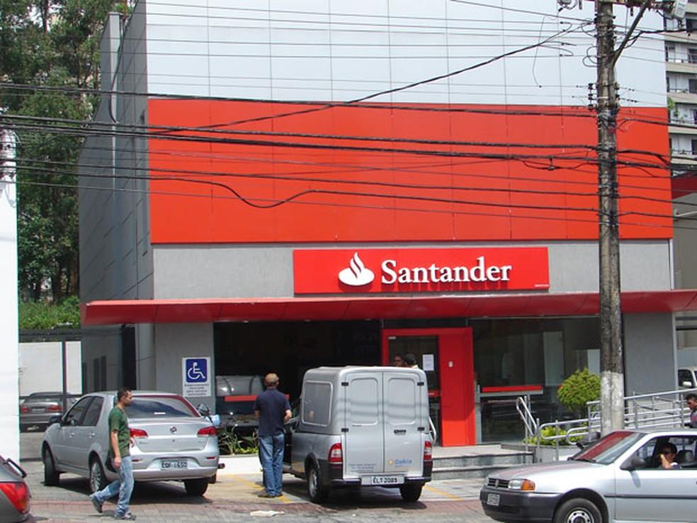 Qatar holdings vende fatia no santander brasil por r 2 3 for Oficinas banco santander zaragoza capital