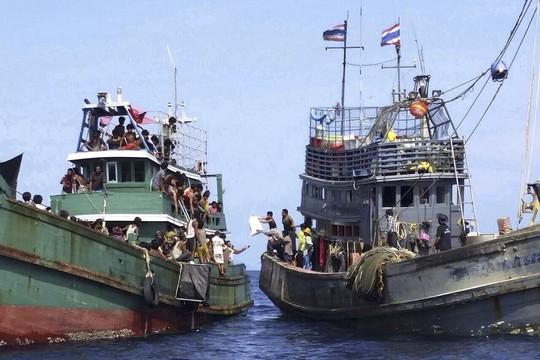 Milhares de migrantes estão à deriva e países asiáticos se recusam a resgatá-los