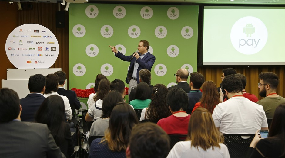 Alessandro Germano, diretor de parcerias estratégicas do Google, durante o lançamento do Android Pay no Brasil (Foto: Paulo Liebert / Google)