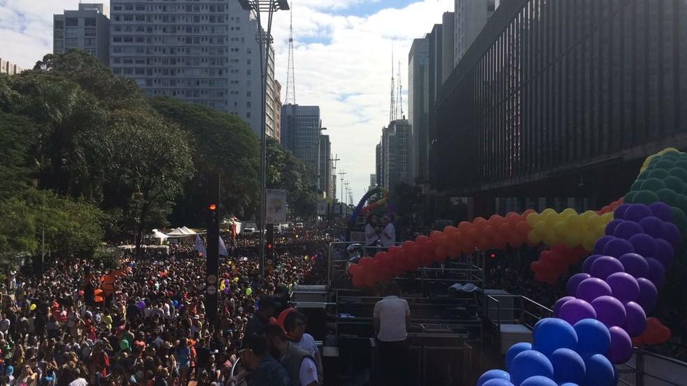 Balões coloridos aparecem em diversos pontos da Av. Paulista para a Parada do Orgulho LGBT (Foto: Gabriela Gonçalves/G1)