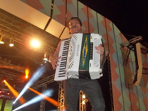 Show da banda Luan e Forró estilizado marcou o penúltimo dia do Maior São João do Mundo, em Campina Grande (Foto: Rafael Melo/G1)