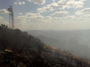 Incêndio pode afetar comunicação na região (Foto: Felipe Valentim/TV Paraíba)