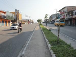Crime ocorreu na Avenida Autaz Mirim, no Bairro Tancredo Neves, Zona Leste de Manaus (Foto: Adneison Severiano/G1 AM)