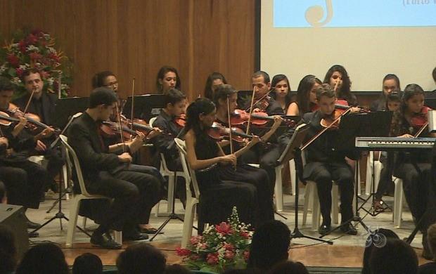Show ficou por conta da orquestra da escola (Foto: Bom Dia Amazônia)