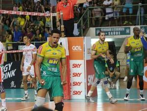 Ponteiro Jonatas tem se destacado na temporada pelo Montes Claros (Foto: Fredson Souza/Montes Claros Vôlei)