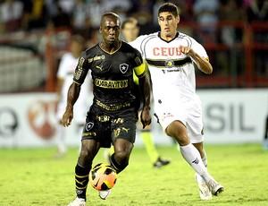 Seedorf jogo Botafogo Sobradinho (Foto: Guilherme Pinto / Ag. O Globo)