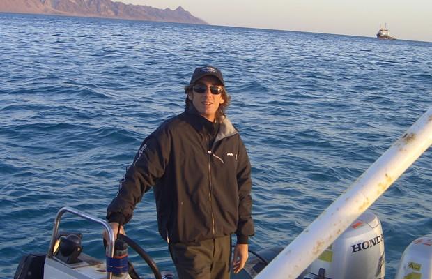 Paolo Biadene, de 47 anos, durante trabalho como médico em alto-mar (Foto: Arquivo Pessoal)