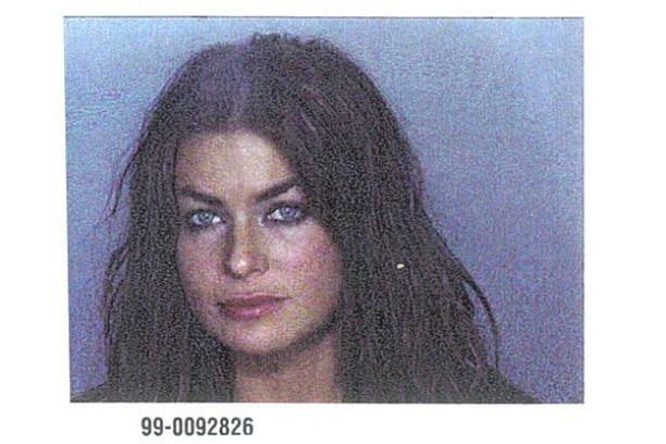 Carmen Electra em 5 de novembro de 1999. Acusação: má conduta (ela foi presa com o então marido, o jogador de basquete Dennis Rodman, após discutirem em voz alta e brigarem fisicamente). (Foto: Divulgação)