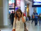 Marina Ruy Barbosa usa look de R$ 40 mil para embarcar em aeroporto