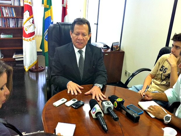 Procurador-geral do MPE-AM, Francisco Cruz, durante coletiva nesta sexta-feira (07) (Foto: Adneison Severiano/G1 AM)
