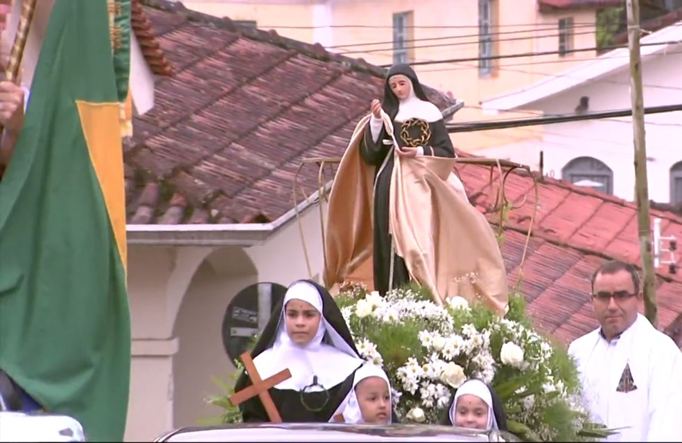 Carreata marca início das celebrações de Santa Rita de Cássia, em Santa Rita de Caldas (MG) (Foto: Reprodução EPTV/Marcelo Rodrigues)