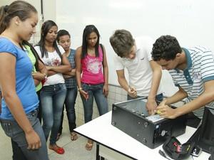 Alunos participam de um dos cursos oferecidos pelo Pronatec. (Foto: Divulgação/ SEE)