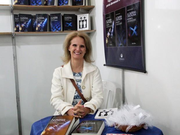 Psicóloga 'troca' carreira, escreve trilogia e lança no Flipoços, em Poços de Caldas (Foto: Jéssica Balbino/G1)
