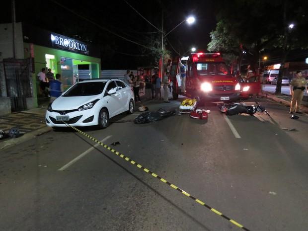 Motorista do Samu encontra o filho morto ao atender uma ocorrência de trânsito em Ponta Grossa, na madrugada deste domingo (26) (Foto: Cristiano Barbosa/aRede/Jornal da Manhã)