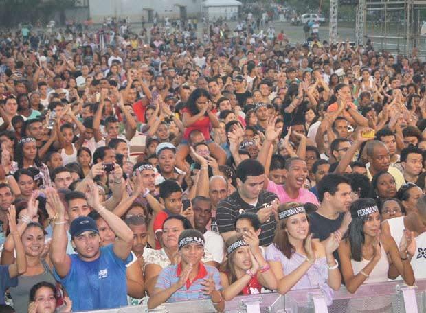 Organziadores estimam cerca de 20 mil pessoas no São Gonçalo gospel (Foto: Aline Pollilo/G1)