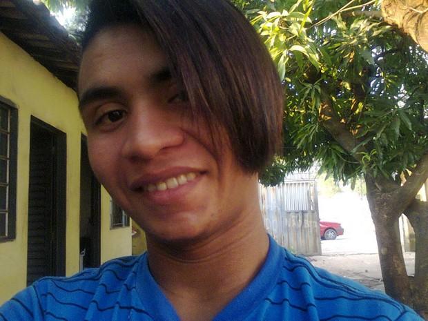 Renato Batista da Silva, 22 anos, foi encontrado morto e com o rosto desfigurado (Foto: Arquivo Pessoal)