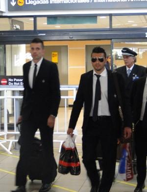 Victor, Dátolo e Luan chegam ao Chile para o jogo contra o Colo Colo Atlético-MG (Foto: Fernando Martins)
