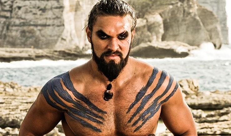 Momoa como Khal Drogo em GoT (Foto: Divulgação)