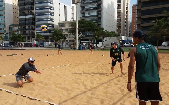 Bruno Schmidt e Alison treinaram na manhã desta quinta-feira nas areias da Praia da Costa, em Vila Velha (Foto: Richard Pinheiro/GloboEsporte.com)