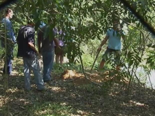 Corpo de idosa foi encontrado em área de frente a casa na chácara (Foto: Reprodução/ TV TEM)