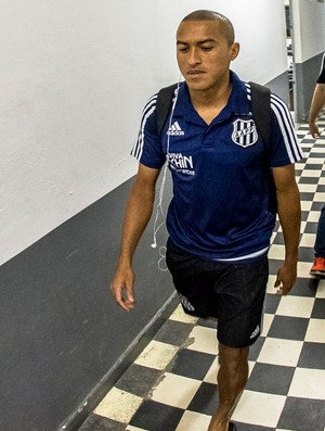 Nino Paraíba, lateral-direito Ponte Preta (Foto: Fabio Leoni/ PontePress)