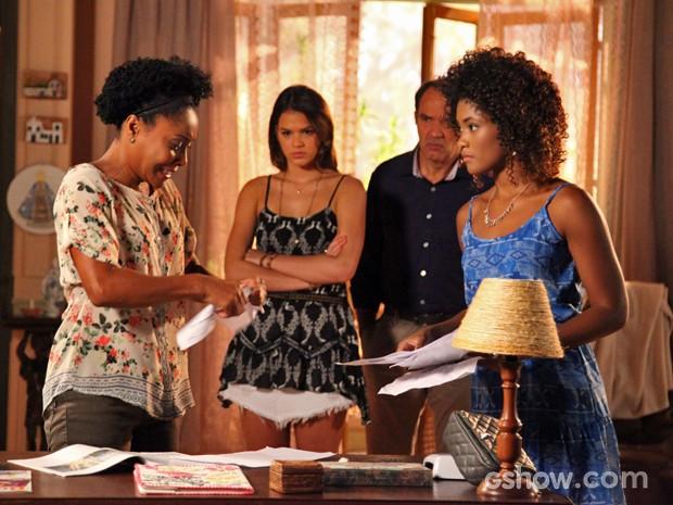 Neidinha entra em desespero e se recusa a reconhecer suspeitos (Foto: Carol Caminha/ TV Globo)