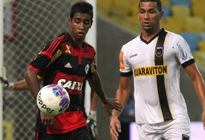 Gabriel, do Flamengo, em ação contra o Volta Redonda (Foto: Gilvan de Souza / Flamengo)