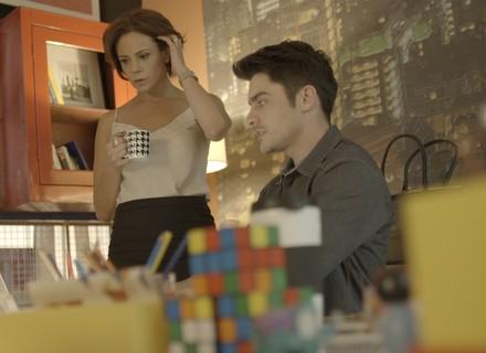 Ana pede ajuda de Tito para encontrar Ciça