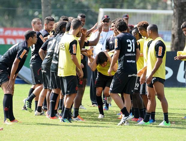 Mattheus aniversário treino Flamengo (Foto: Divulgação / Flamengo)