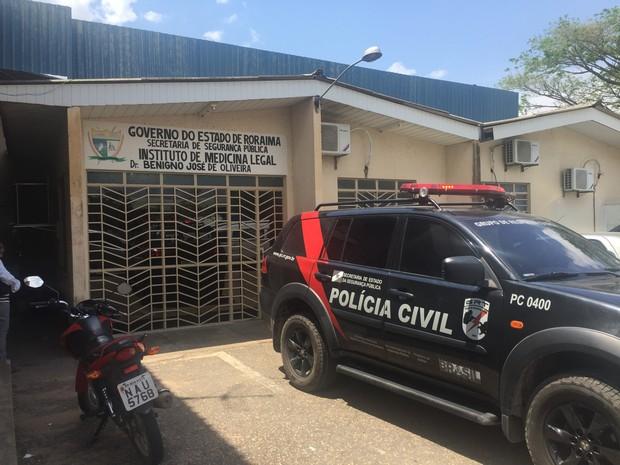 Corpos de seis detentos mortos foram liberados do IML (Foto: Inaê Brandão/G1 RR)
